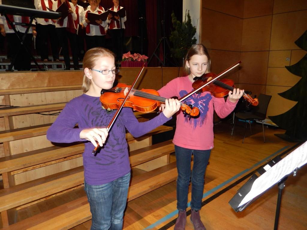 virtuose Geigerinnen Klara und Klara