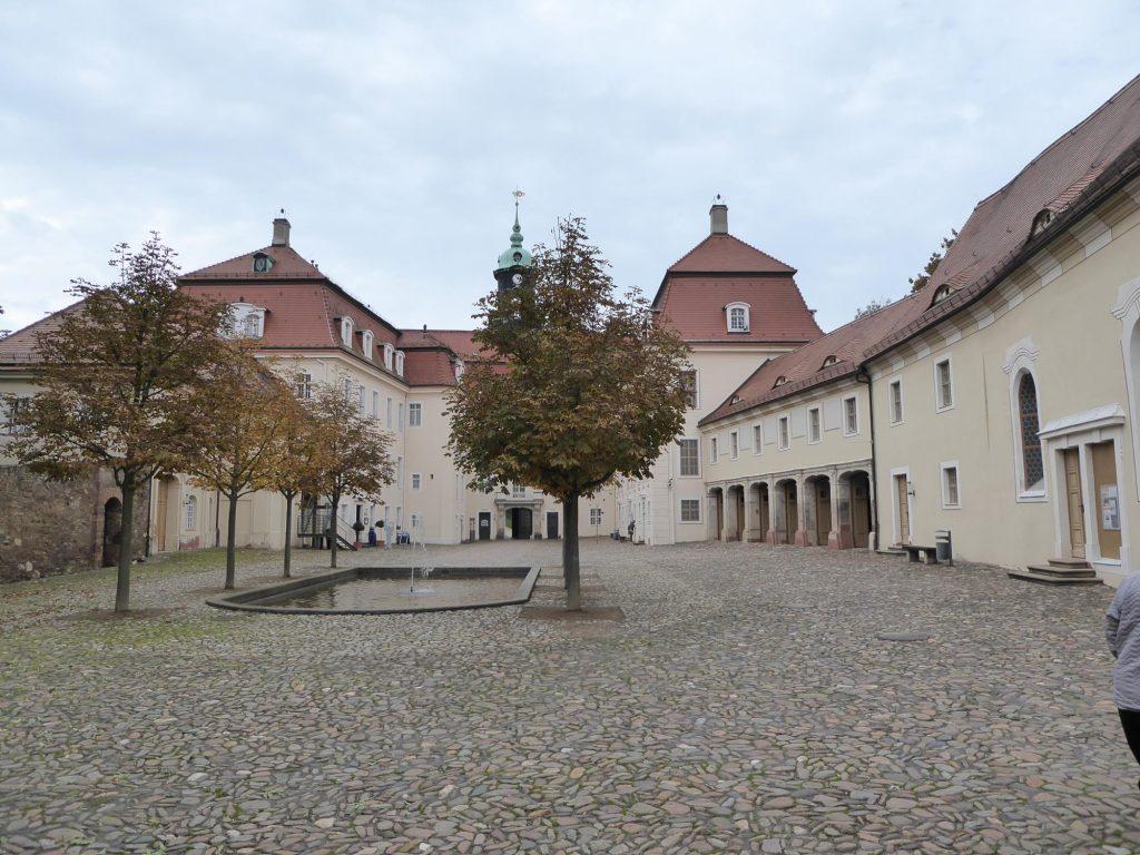 Der Innenhof des Schlosses Lichtenwalde